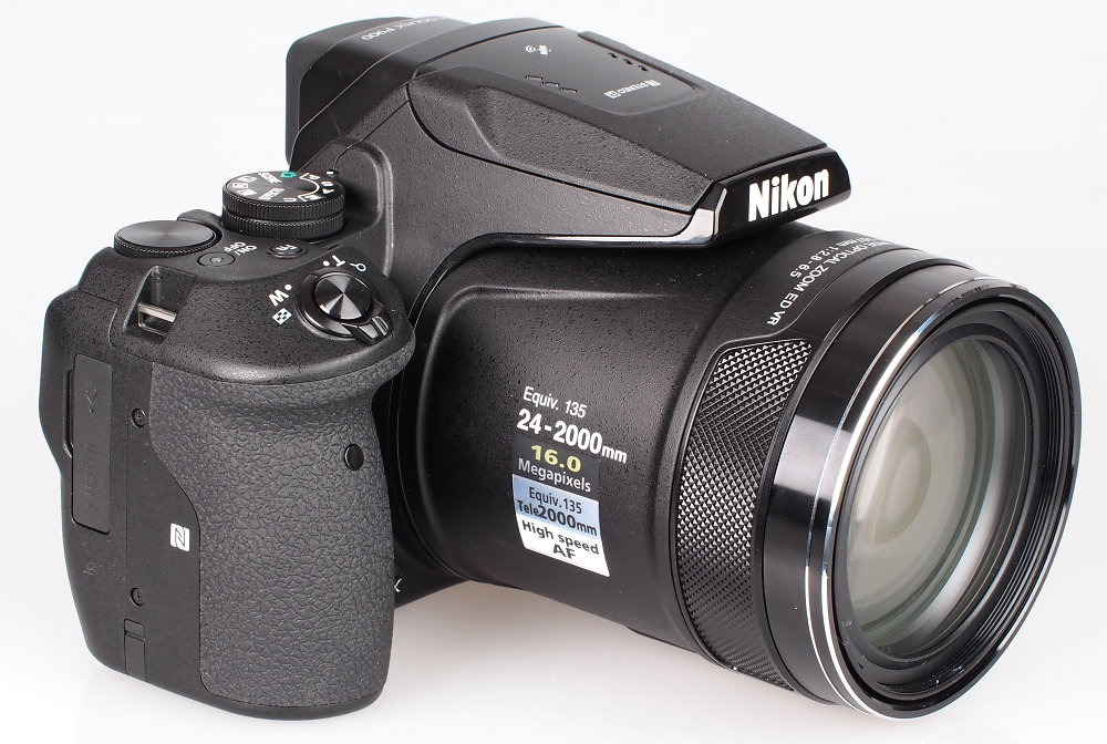 Nikon Coolpix P900 vs. Sony RX10 III 2